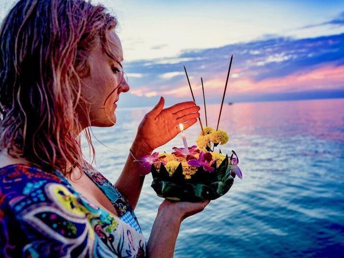 boat_kaylin_candle__ceremony_Easy-Resize.com_898d16e1-339f-4113-bfa6-f55c060b0e8d_530x@2x