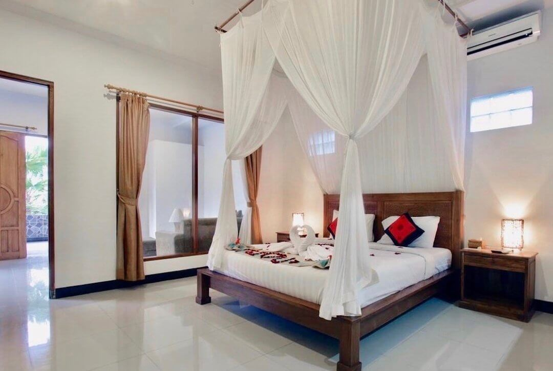1080x720_accom_budhi_deluxe_bed_text